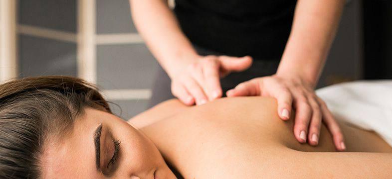 Realizando un masaje