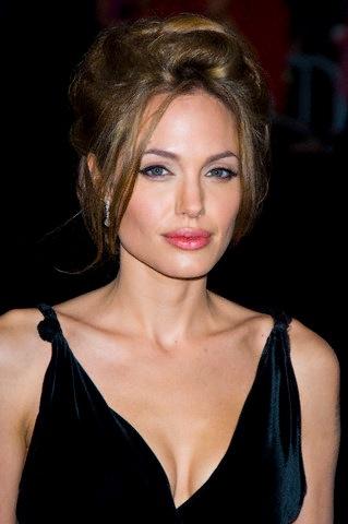 Angelina Jolie antes de la cirugia de senos