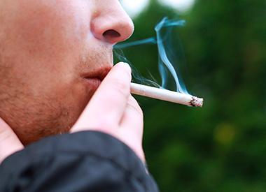 Fumar cigarrillo afecta a los implantes dentales